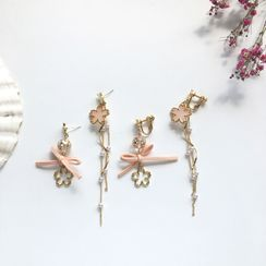 Teeny Trendy - Non-matching Faux Pearl Alloy Sakura Fringed Earring