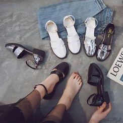 Putcho - Low Heel Sandals