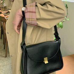 FROMBEGINNING(フロムビギニング) - Flap Pleather Shoulder Bag