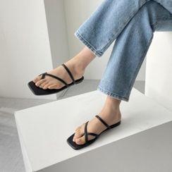 Wifky - Cross-Strap Flat Sandals
