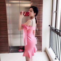 Sodoo - 镂空肩蝴蝶结荷叶襬迷你塑身连衣裙