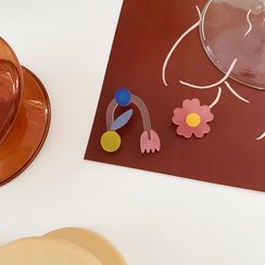 HayHill - Non-matching Acrylic Flower Earring