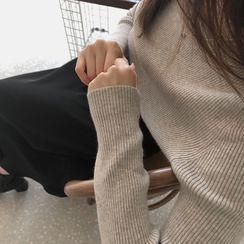 CHERRYKOKO(チェリーココ) - Woolen Crop Rib-Knit Top