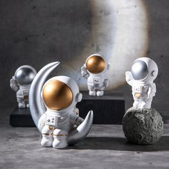 Jun's Journal - Resin Astronaut Ornament