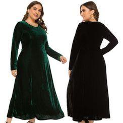 Chelsie Chic - Plus Size Long Sleeve Round Neck Velvet A-Line Maxi Dress