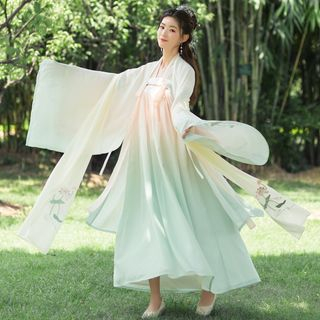 Cedar Smile - Lotus Flower Embroidered Hanfu Costume