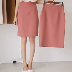 JUSTONE - Colored H-Line Skirt in 2 Lengths