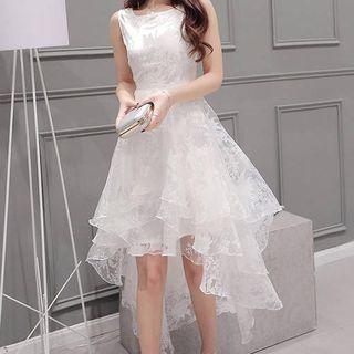 QUEQUE - Kleid mit mehrlagigem Wasserfallrock und Blumen-Print