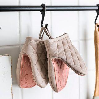 Modern Wife - Oven Gloves