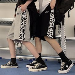 Shineon Studio - 牛图案印花拼接纯色直筒抽绳短裤