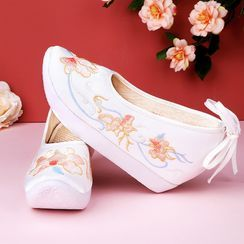 July Lotus - Flower Embroidered Hidden-Wedge Hanfu Shoes