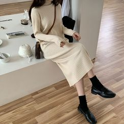 Moon City - 小高领罗纹针织塑身连衣中裙