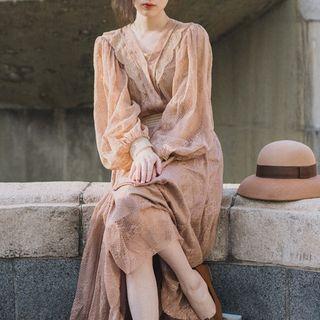 Survenir - 套装: 蕾丝边衬衫 + A字中裙