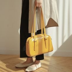 JUSTONE - Zipped Patent Shoulder Bag