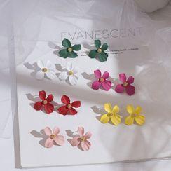 Jasminte - Flower Stud Earrings