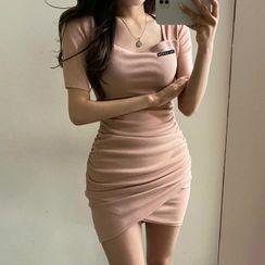 Fayefawn - Short-Sleeve Square-Neck Plain Ruched Shaping Dress