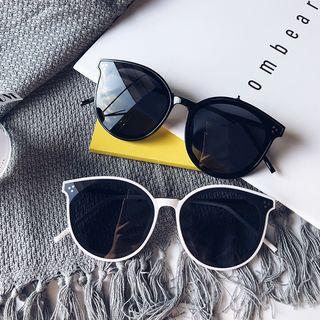 Aisyi - Oversized Round Cat Eye Sunglasses