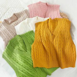 Miss Puff - V-Neck Cropped Knit Vest
