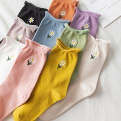 Wolfhara - Floral Embroidered Socks