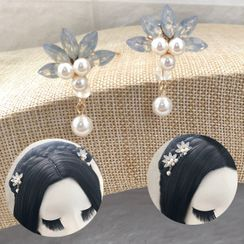 Paparazzi - Faux Pearl Flower Hair Pin