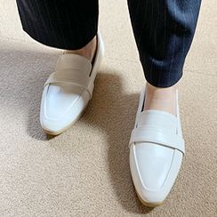 FROMBEGINNING - Band Sleek Pleather Loafers