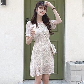 Aumoti - Printed Short-Sleeve Shift Dress