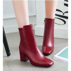 Freesia - 仿皮粗跟短靴