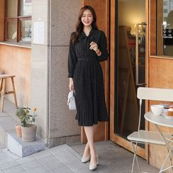 CLICK(クリック) - Tie-Neck Dotted Long Dress with Belt