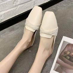 AOE - 尖頭粗跟平跟鞋