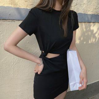 Maine - Short-Sleeve Cutout Front Dress