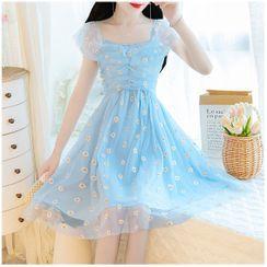 Petit Lace - 刺绣荷叶A字连衣裙