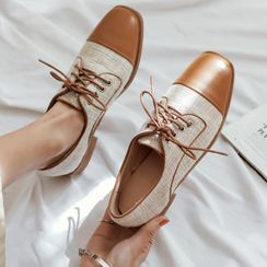 Comof - 粗跟繫帶鞋
