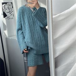 Moon City - Cable Knit Sweater / Knit Shorts