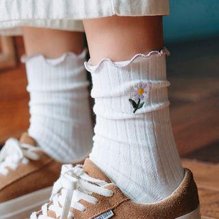 Rivara - Ribbed Lettuce-Edge Flower Embroidered Crew Socks