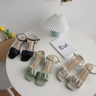 Queen Zoo(クイーンズー) - Shirred Ankle Strap Chunky Heel Sandals