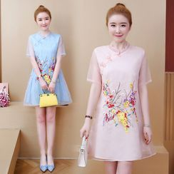 Lulupolis - Short-Sleeve Floral Embroidery Qipao Dress