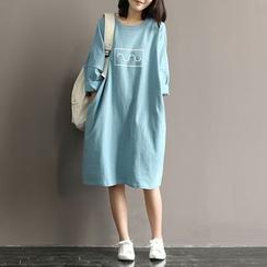 Snow Flower - Drop-Shoulder Cropped-Sleeve Print T-Shirt Dress
