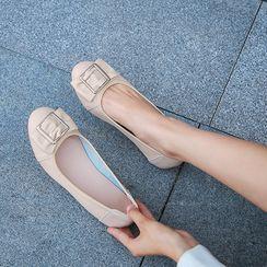 佳美 - 饰扣平跟鞋