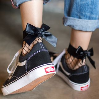 Shippo - Bow Fishnet Socks
