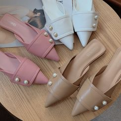 KICKOFF - Pointed Faux Pearl Flat Mules