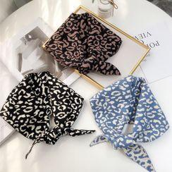 Passiflora - Leopard Print Yarn Triangle Shawl