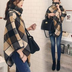 Puntino - Plaid Turtleneck Cape