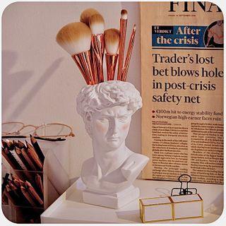 Momoi - Resin David Statue Makeup Brush Holder