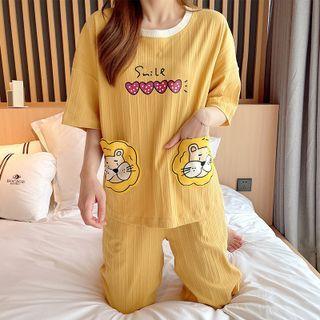 Sweetzer - 家居服套装: 卡通狮子印花上衣 + 七分裤