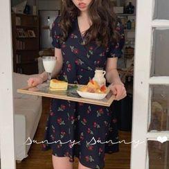 Leoom - Cherry Print Short-Sleeve A-Line Dress