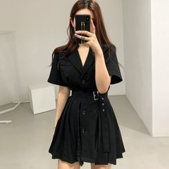 Czarine - Short-Sleeve Single-Breasted Pleated Coat Dress