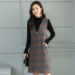 Romantica - 纯色长袖针织上衣 / 格子背带连衣裙