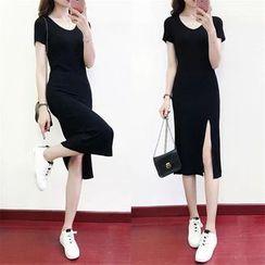 Carmenta - Short-Sleeve Slitted Dress