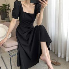 Elbelier - Puff-Sleeve Square-Neck Midi A-Line Dress