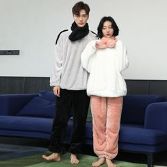 Cinni - Couple Matching Pajama Set: Fleece Sweatshirt + Pants + Scarf